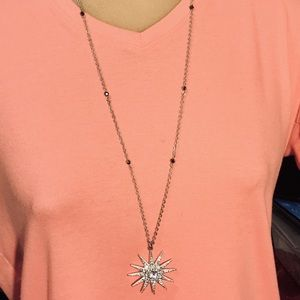 Jewelry - Silver tone starburst necklace